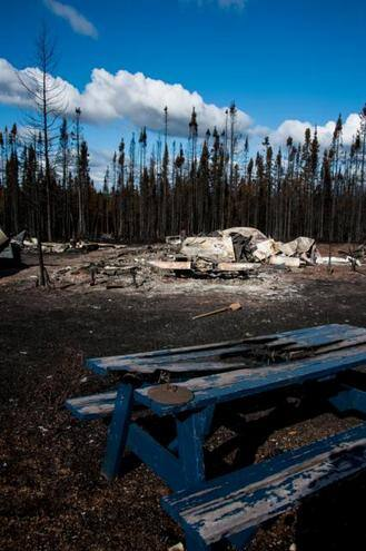 Whats left of Cabin Owner Simmons' cabin,.jpg