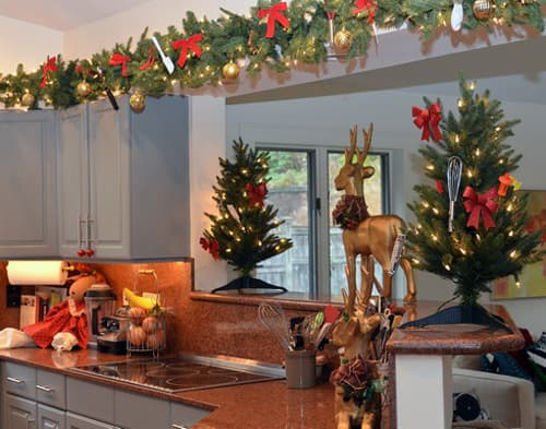 christmas decorating above kitchen cabinets kristmas decorations on top of kitchen cupboards house 13577