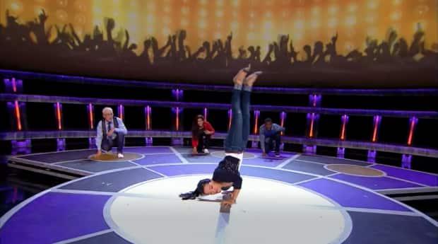 victoria-handstand