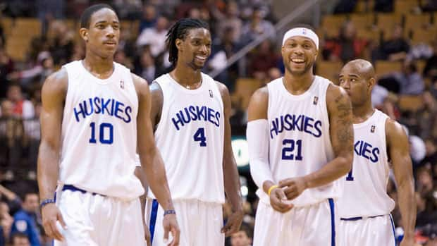 In a nod to Toronto's pro basketball roots, the Raptors donned Huskies uniforms for a game in 2009. (Frank Gunn/Canadian Press)