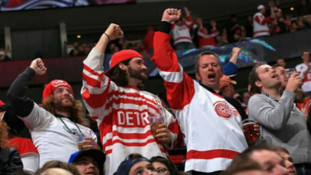 Detroit Red Wings fans celebrate a goal. (Getty Images)