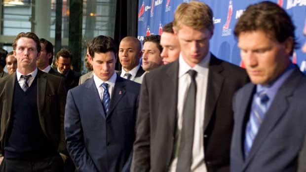 Detroit Red Wings' Dan Cleary, left to right, Pittsburgh Penguins' Sidney Crosby, Calgary Flames' Jarome Iginla, Carolina Hurricanes' Eric Staal and Phoenix Coyotes' Shane Doan join other NHL players as they leave a press conference following collective bargaining talks in Toronto on Thursday. (Chris Young/Canadian Press)