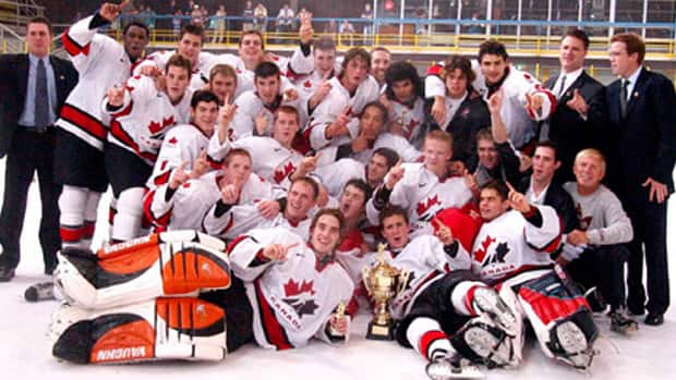 Rusty Hammond, bottom right, was equipment manager for the Canadian gold medal-winning team at the 2003 World under-18 championship. (Photo courtesy Hockey Canada)