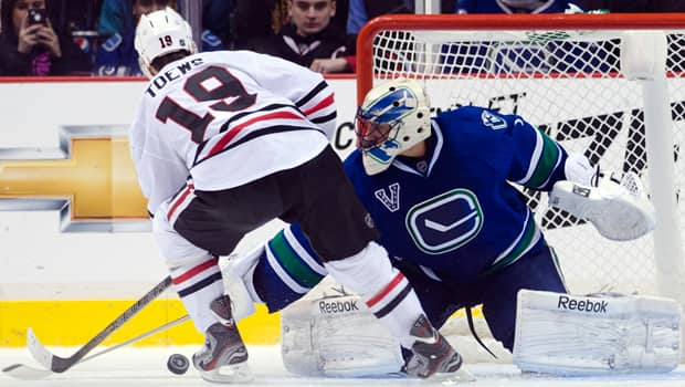 Netminder Roberto Luongo (1) foils Blackhawks captain Jonathan Toews in the shootout for a 2-1 Canucks victory on Feb. 1. (Rich Lam/Getty Images)