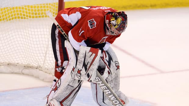 Dejected Ottawa Senators goalie Craig Anderson was peppered with six goals by the Pittsburgh Penguins before being pulled in the third period Wednesday night. (Adrian Wyld/Canadian Press)
