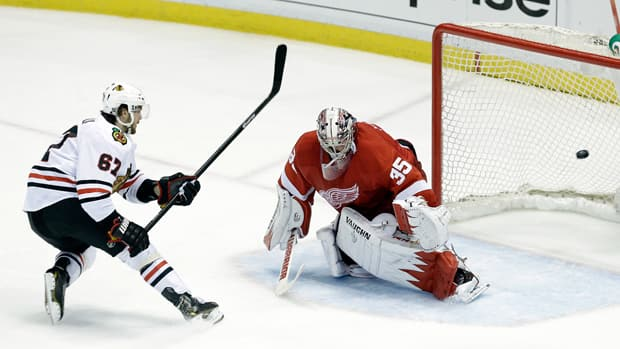 Chicago Blackhawks forward Michael Frolik, left, scored on the penalty shot in the third period against Detroit Red Wings goalie Jimmy Howard. (Paul Sancya/Associated Press)