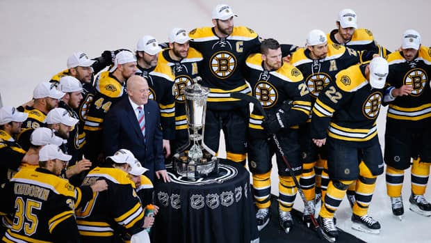 The Boston Bruins pose with the Prince of Wales trophy after they defeated the Pittsburgh Penguins in Game 4 in Boston on Friday. (Brian Snyder/Reuters)