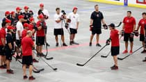 Head coach Mike Babcock gives instruction during a ball hockey training session at the Canadian national men's team orientation camp in Calgary on Monday.(Jeff McIntosh/Canadian Press)