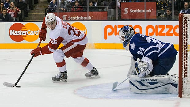Toronto Maple Leafs goalie James Reimer up three goals on 12 shots in the first period before getting the hook. (Chris Young/Canadian Press)