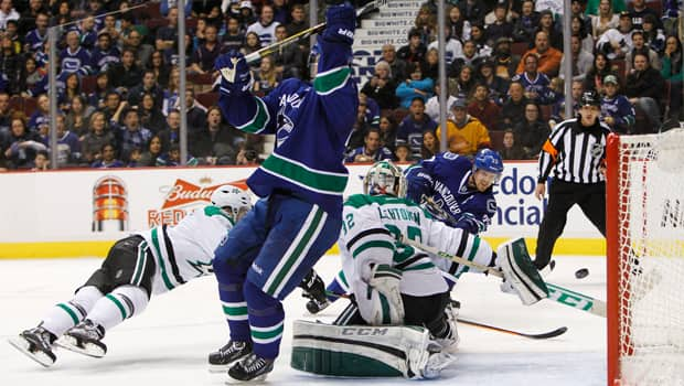 Henrik Sedin (33) of the Vancouver Canucks scores what is promptly ruled a disallowed goal because twin brother Daniel Sedin bumps into netminder Kari Lehtonen in a 2-1 loss to the Dallas Stars at Rogers Arena on Nov. 17. (Ben Nelms/Getty Images)
