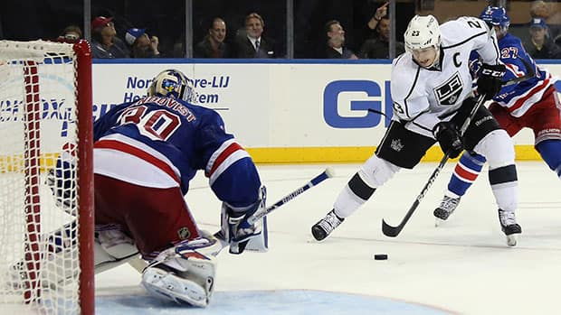 Dustin Brown, right, and the Kings beat goalie Henrik Lundqvist's Rangers 1-0 on Nov. 17 at Madison Square Garden. (Bruce Bennett/Getty Images)