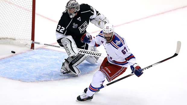 Benoit Pouliot (67) of the New York Rangers scores a first period goal against goaltender Jonathan Quick (32) of the Los Angeles Kings in the first period during Game 1 of the NHL Stanley Cup final in Los Angeles on Wednesday. (Victor Decolongon/Getty Images)