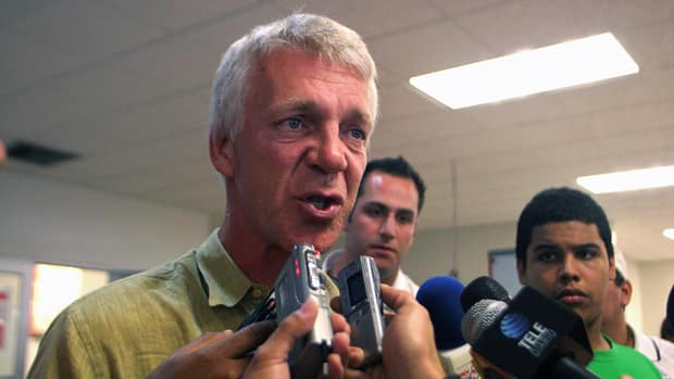 Dutch coach Thomas Rongen, shown in this 2007 file photo, led Amercian Samoa to their first ever FIFA international victory. (File/Getty Images)