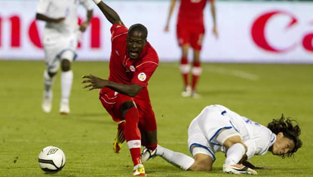Toisaint Ricketts of Team Canada, left, fends off a challenge from Roger Espinoza in a 0-0 draw with Honduras at BMO Field. (Chris Young/Canadian Press)