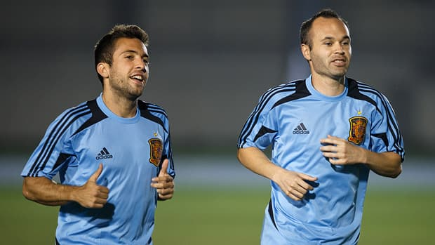 Jordi Alba of Spain, left, runs with teammate Andres Iniesta during a training session ahead of the Confederations Cup final against Brazil, on June 28, 2013 in Rio de Janeiro, Brazil. (Jasper Juinen/Getty Images)