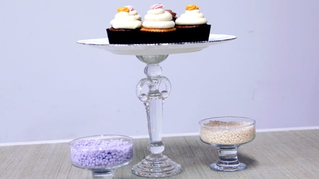 3 Ways to Repurpose China: Cupcake Stand