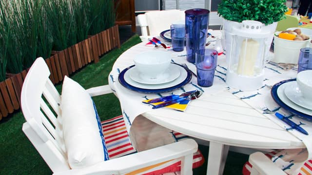 Off-white patio furniture in an outdoor patio space