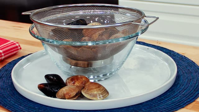 How to store mussels and clams