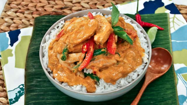 Panang curry steven and chris masterchef usa champion christine ha makes one of her favourite thai dishes panang curry forumfinder Images