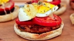Canadian_family_breakfast_breakfast_sandwich