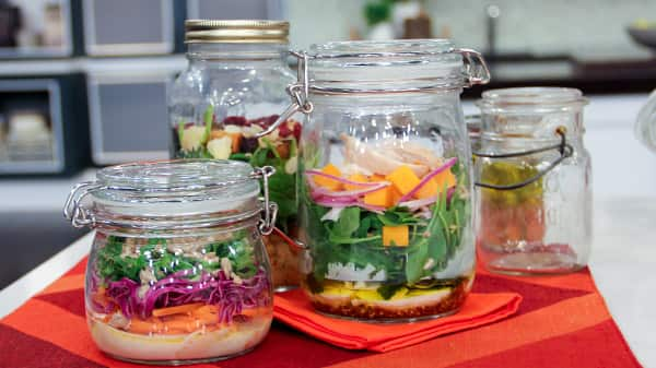 build_your_own_salad_jars.jpg