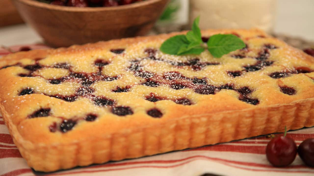 Cherry and Almond Tart - Steven and Chris Almondy Taart