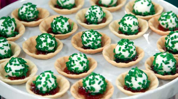Goat Cheese Balls with Balsamic Jelly
