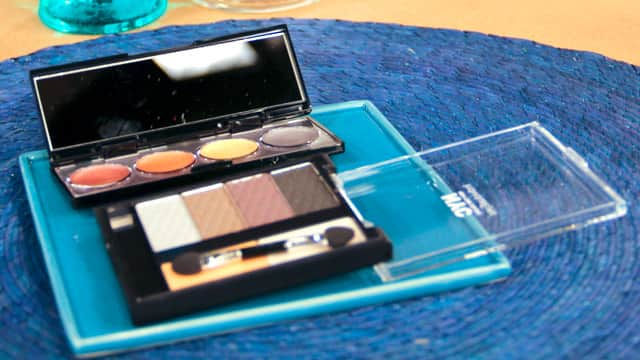 How to clean powders and palettes