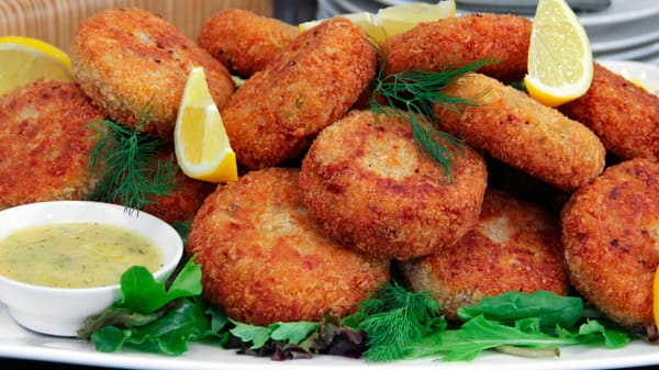 hot for food crab cakes with aioli sauce recipes yummly crab cakes ...