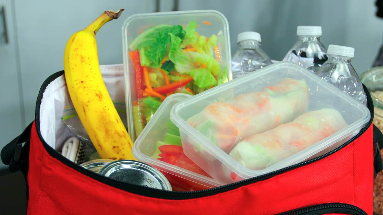 Lunch bag filled with healthy food to be consumed during the day.