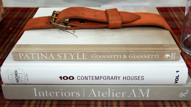 5 Ways to Repurpose Leather Belts: Book Holder