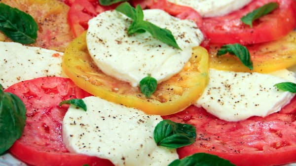 roccos_caprese_salad.jpg
