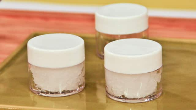 Use coconut oil as lip balm