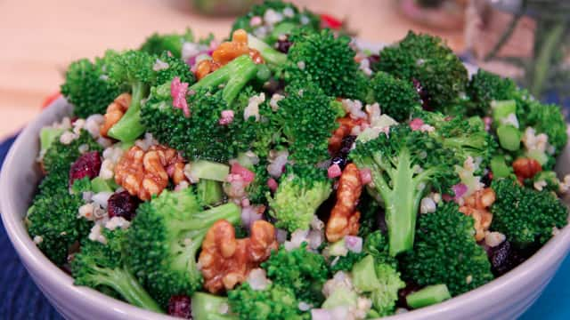 Walnut & Broccoli Superblend Salad