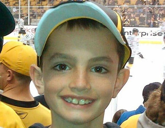 8-year-old-boy-killed-in-boston-marathon-bombings-remembered-by-friends-with-chalk-memorial-feature2.jpg