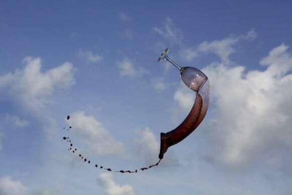 Flying_Wine2.jpg