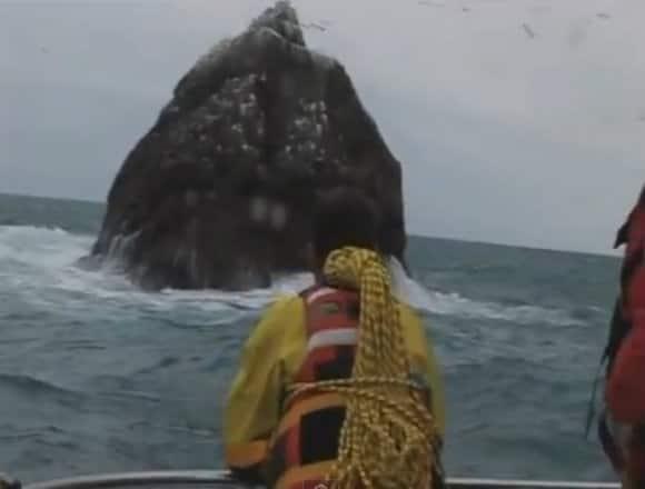 Rockall_Island_boat.jpg