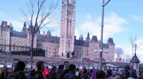 aboriginal-youth-end-their-remarkable-1,600-km-walk-and-arrive-on-parliament-hill-feature1.jpg