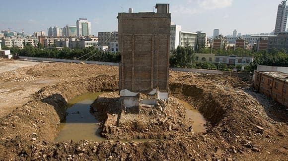 authorities-in-china-build-a-major-road-around-this-house-as-elderly-couple-refuses-to-move-feature2.jpg