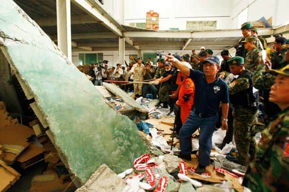 ceiling-collapses-at-shoe-factory-in-cambodia-feature3.jpg