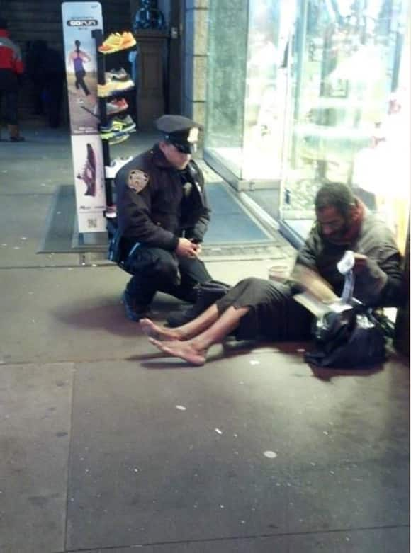 heart-and-foot-warming-this-nyc-cop-bought-a-barefoot-homeless-guy-a-100-pair-of-shoes.jpg