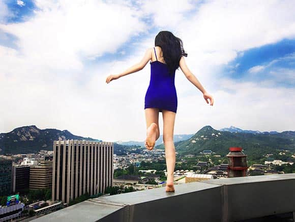 high-art-this-woman-climbs-skyscrapers-and-takes-dizzying-photos-of-herself-feature6.jpg