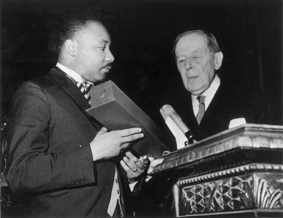 king-nobel-peace-prize-10-december-1964-580.jpg