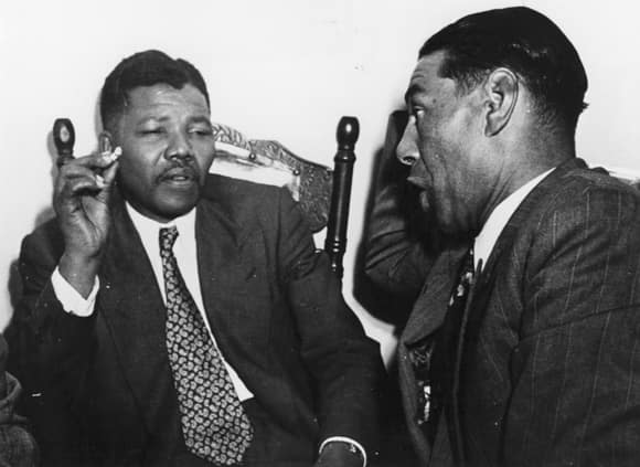 mandela-smoking-conversation.jpg