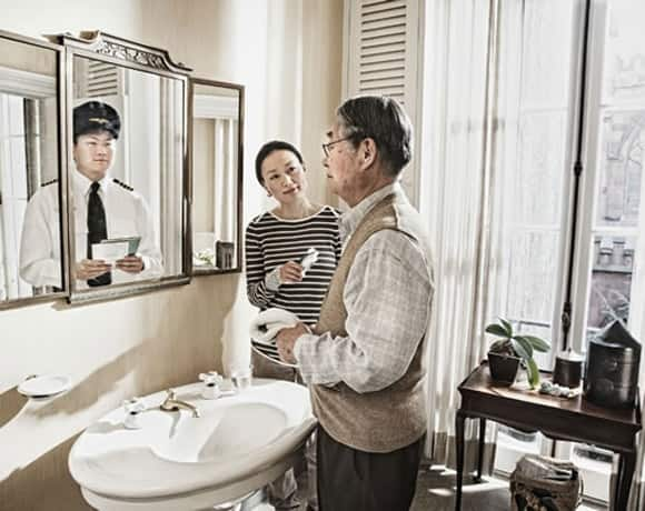 mirror asian man.jpg