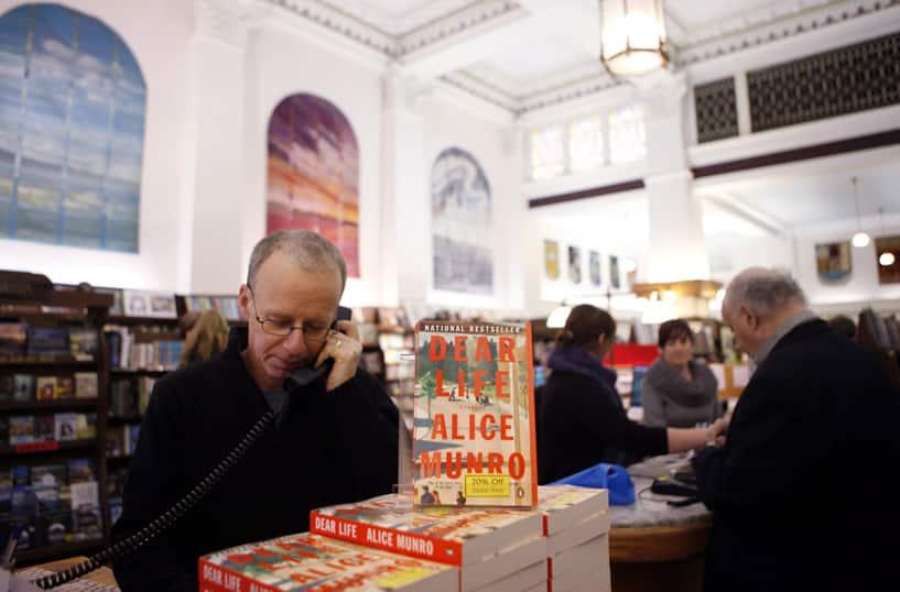 Victoria: Munro's Books