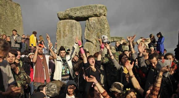 new-research-on-stonehenge-suggests-it-may-have-been-a-burial-site-for-elite-families-feature2.jpg