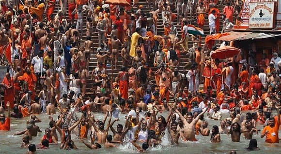 quite-possibly-the-biggest-gathering-on-earth-millions-of-hindus-bathe-in-ganges-river-to-wash-away-sins-feature3.jpg