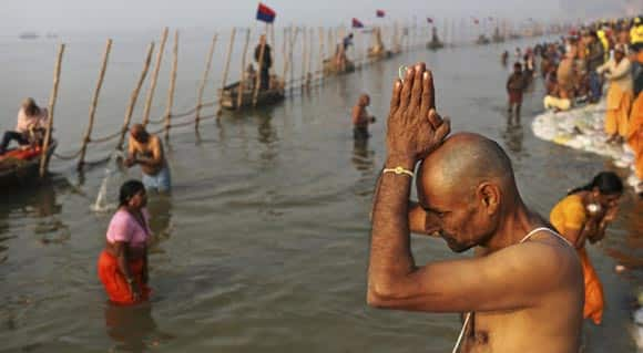 quite-possibly-the-biggest-gathering-on-earth-millions-of-hindus-bathe-in-ganges-river-to-wash-away-sins-feature5.jpg