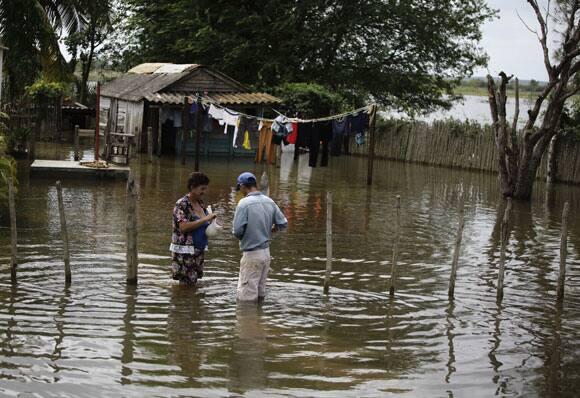 sandy-cuba-flooding-yard.jpg